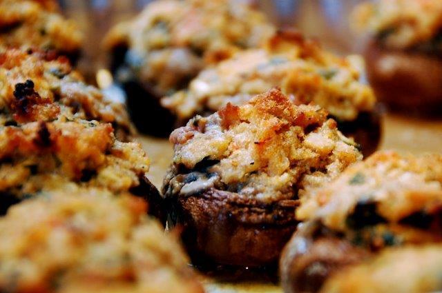 champignon ripieni di formaggio e noci